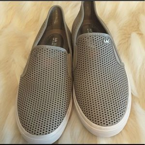 """""""NWT"""" MICHAEL KORS  LEATHER SNEAKERS"""